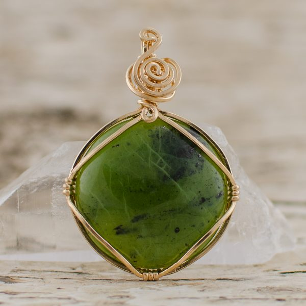 The Union Pendant Jade in Gold